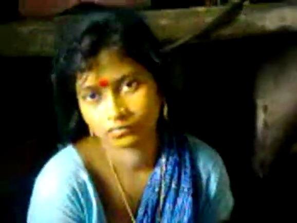 Pollachi tamil house wife kuthi mulaiyai thadavum sex video