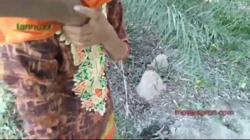 Salem village pennudan outdooril soothaditha tamil porn clips