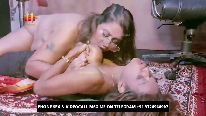 Tamil lesbian porn ladies kamaveriyudan pundai licking video