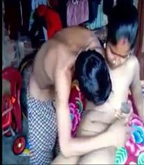 Salem giramathil tamil housewife anni kolunthan sunni umbi pin kalkal virithu pundai ollu vangum hardcore sex video