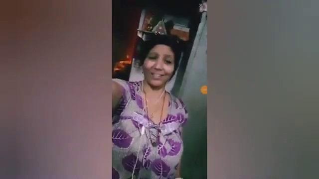 Tamil live sex aunty big boobs nighty show sex video