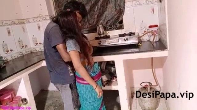Tamil anni kitchenil saree thuki ookum sex video