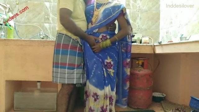 Gramathu kanavan wife udan ookum tamil saree sex video
