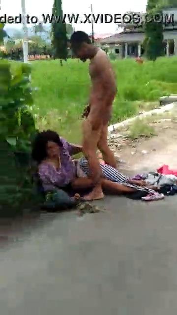 Aunty thevidiyavai veethiyile ookum tamil outdoor sex video