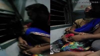 Tamil outdoor sex trainil stranger pennai thadavugiraan