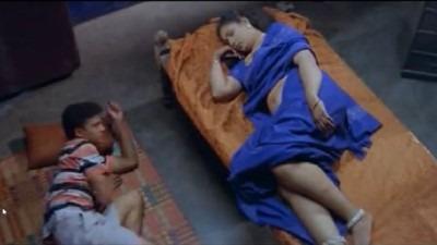 Aunty pavadaiyai thuki thadavum tamil sex padam