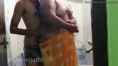 Tamil bath sex paiyan aunty mulaiyai thadavi sex seigiraan