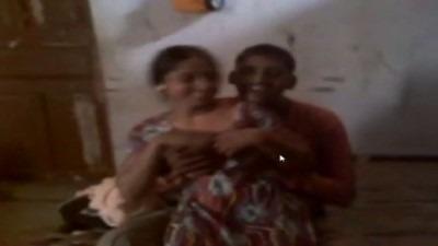 Akka thangai iruvarai ookum tamil hot sex video