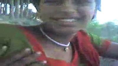 Salem gramathu pen mulaiyai pisaiyum tamil village sex video