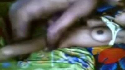 Tamil village sex nanban manaiviyai mulai sappi ookum video
