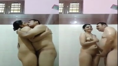Bathroom Showeril Kulithu Kondu Nanban Pondati Kuda Tamil Sex