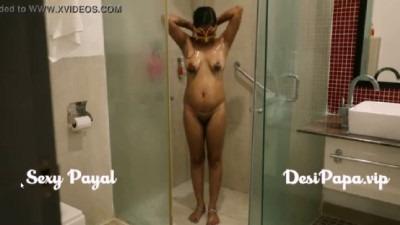 Pathumai nudedaga kulikum bathroom sex video tamil