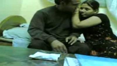 Wife mulaiyai sappi uncle ookum tamilnadu aunty sex video